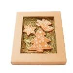 pudełko w typie bombonierki z trzema piernikami różnej wielkości tworzącymi obrazek: choinka, anioł z trąbą i gwiazdka, oczywiście wszystko z piernika.