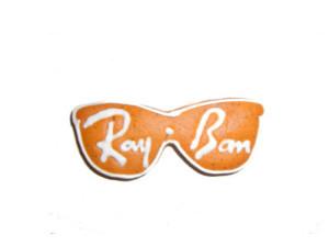Logo Rayban wylukrowany na okularach z piernika
